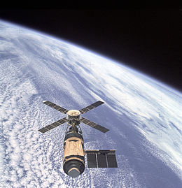 260px-Skylab_and_Earth_Limb_-_GPN-2000-001055