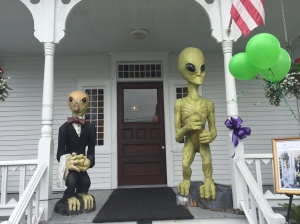 Alien Fest - Porch Aliens