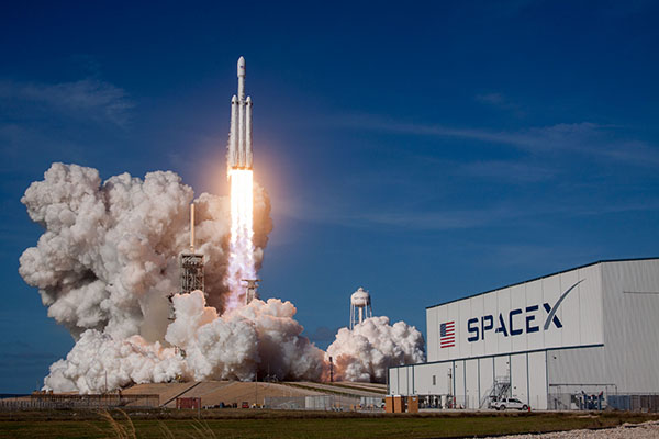 Falcon Heavy launching 400 x 600