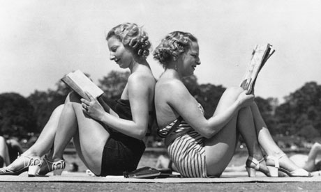 1930s-girls-in-swimsuits-reading